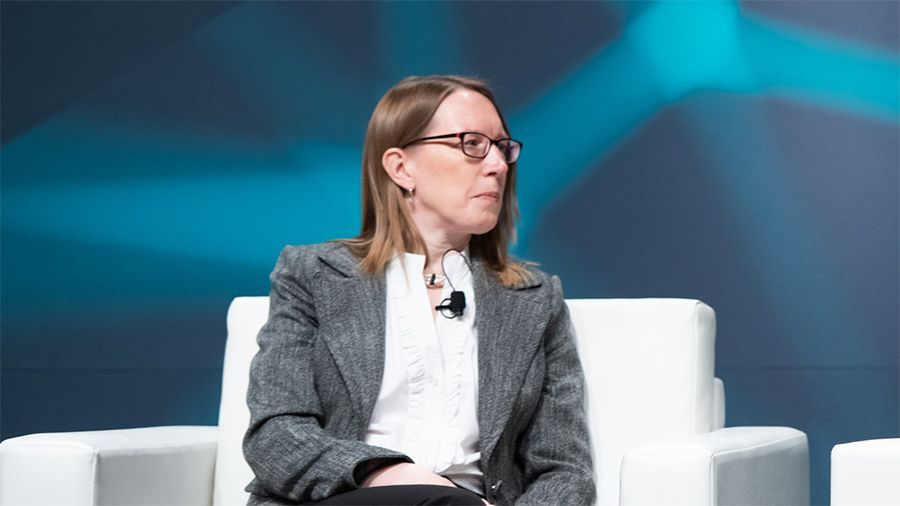 Эстер Пирс призвала ускорить принятие криптовалютных ETF в США