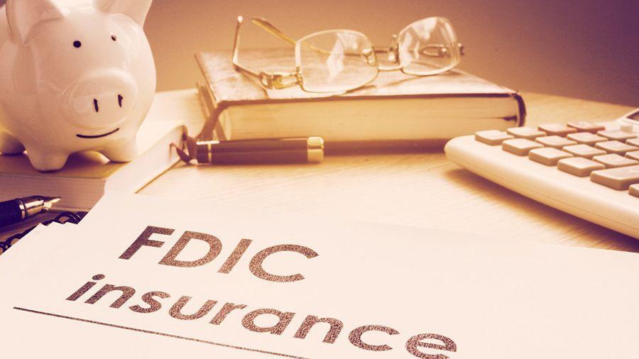 Председатель FDIC: «не стоит запрещать банкам работать с криптовалютами»