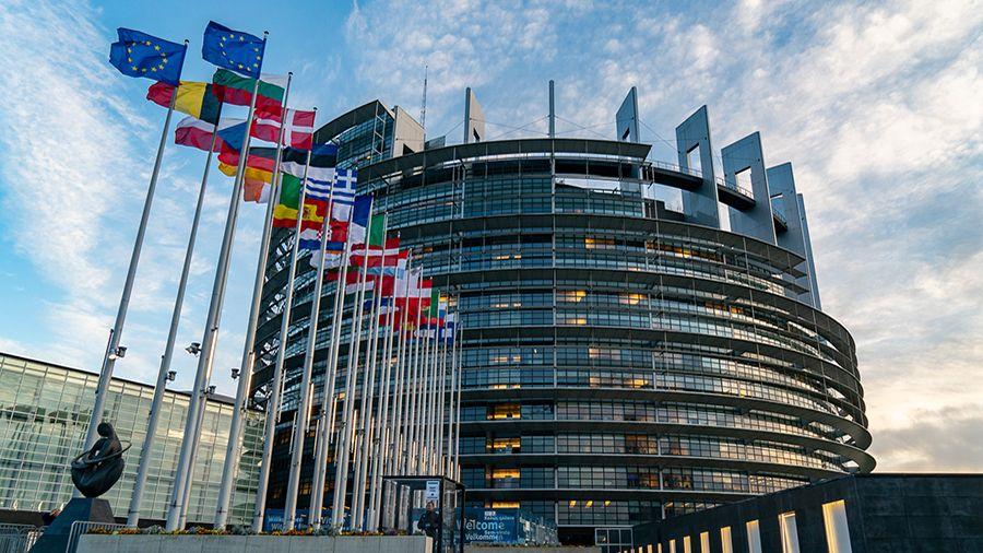 chlen_evroparlamenta_my_ne_dolzhny_pozvolit_facebook_stat_tsentralnym_bankom.jpg