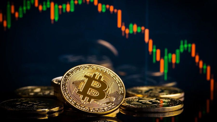Биткоин опустился до $39 000 на фоне притока BTC на биржи криптовлают