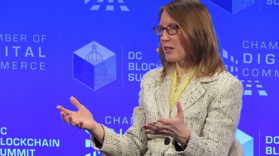 Эстер Пирс: «разработка регулирования криптовалют не должна быть поспешной»
