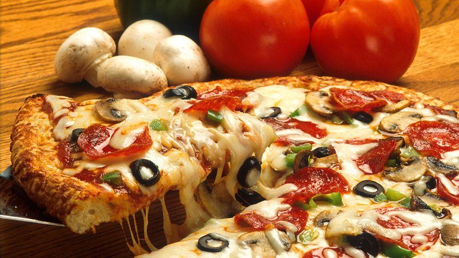 rabotniki_pitstseriy_domino_s_pizza_v_niderlandakh_smogut_poluchat_chast_zarplaty_v_btc.jpg