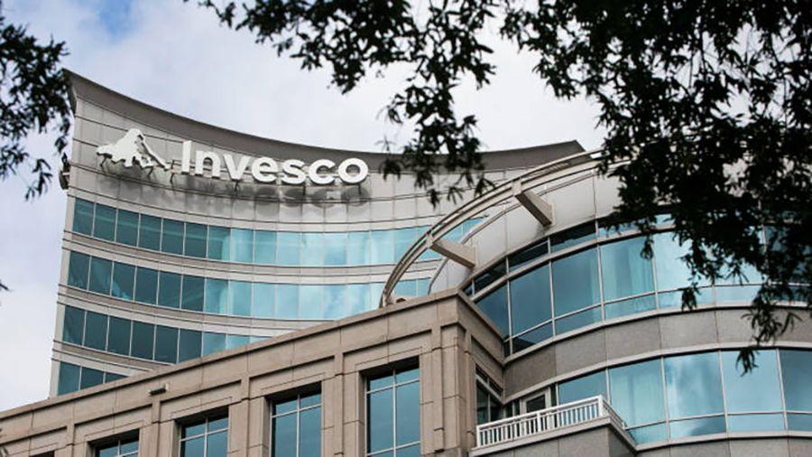 Invesco запустит два ETF на акции связанных с криптовалютами и блокчейном компаний
