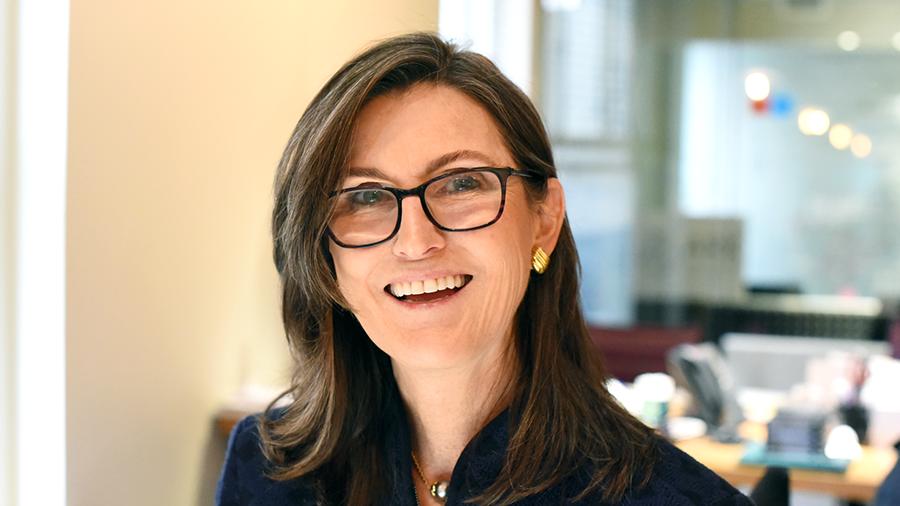 Кэтрин Вуд: «держателям BTC не следует конвертировать их в фиатную валюту, пока не прояснится налогообложение»