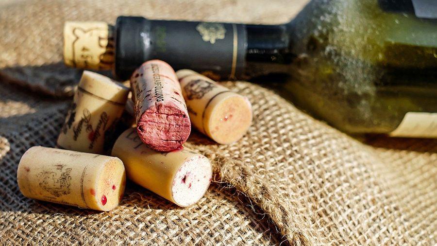 Банк Sygnum токенизировал марочные вина на платформе Desygnate